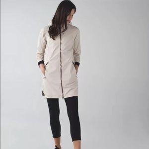 Lululemon Definitely raining jacket sz 8 EUC